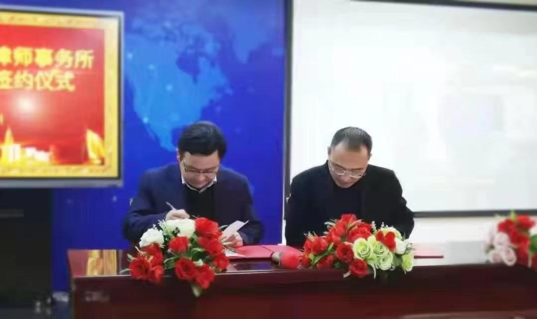 行稳致远 进而有为--匠人教育和万博官网手机登录网页-APP安装下载在郑州隆重举行战略合作签约仪式